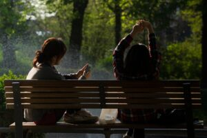 bench-people-smartphone-sun (1)