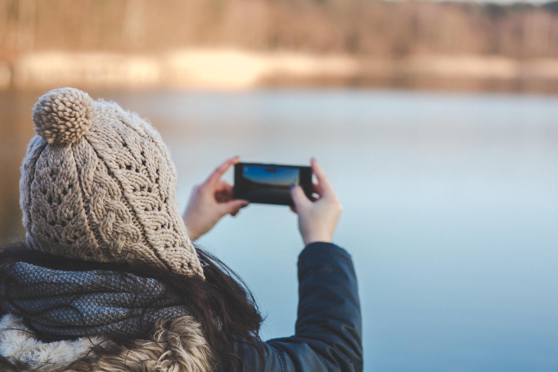 hands-woman-camera-smartphone