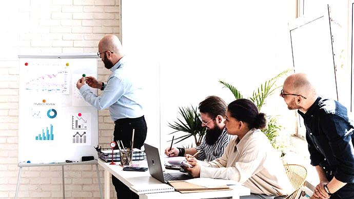 how to successfully monitor your key progress through benchmark marketing